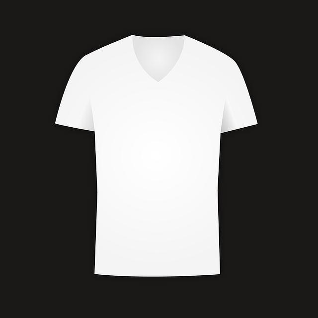 bílé tričko na černém podkladu