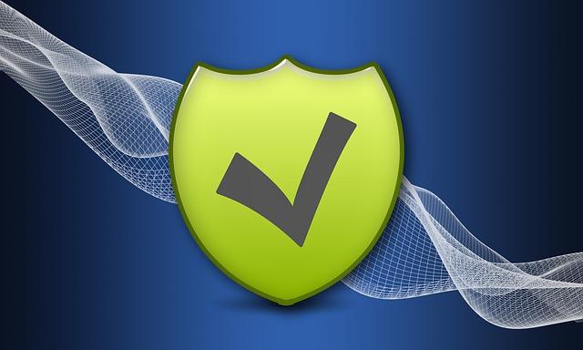 zelený štít znamenající bezpečnost na modrém pozadí se sítí
