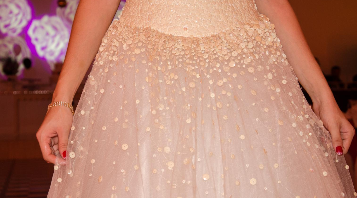 meruňkové šaty